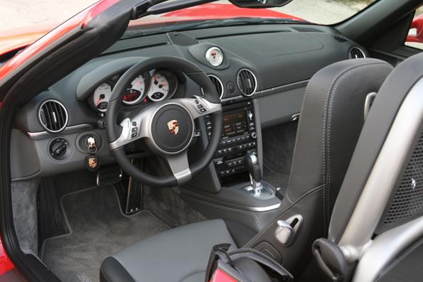 Im Innenraum gehts zu, wie von Porsche gewohnt (Foto UnitedPictures)