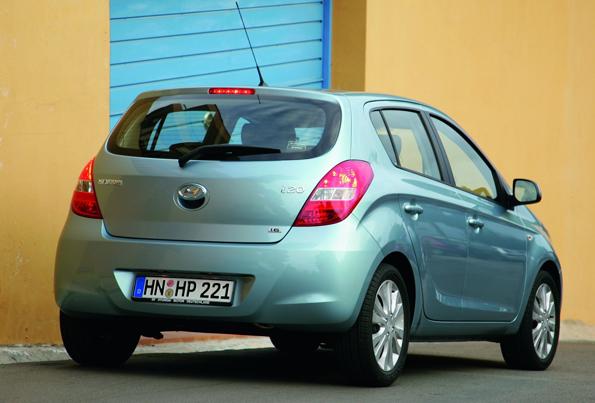 """Heckansicht des neuen Kompaktwagens von Hyundai """"i20"""" (Foto: Hyundai)"""