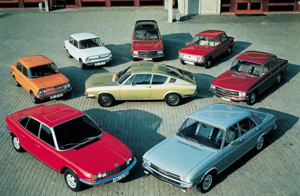 Die Modellpalette der Audi NSU Auto Union AG im Jahre 1971 (im Uhrzeigersinn): NSU Ro 80, NSU Prinz 1000 TT, NSU Prinz 4, Audi 75 Variant, NSU 1200, Audi 60 L, Audi 100 LS, Audi 100 Coupe´ S (Mitte)  (Foto: Audi)