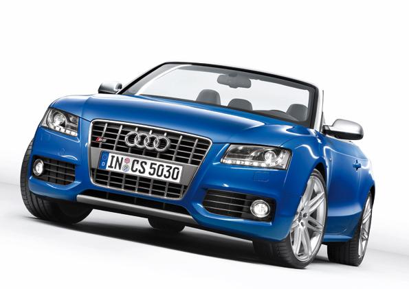 "Das Audi S5 Cabriolet in exklusiver Sonderfarbe ""Sprintblau perleffekt"" (Foto: Audi)"