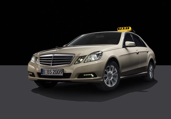 Die E-Klasse ist in Deutschland das meistgenutzte Taxi - nun auch als neues Modell verfügbar (Foto: Mercedes-Benz)