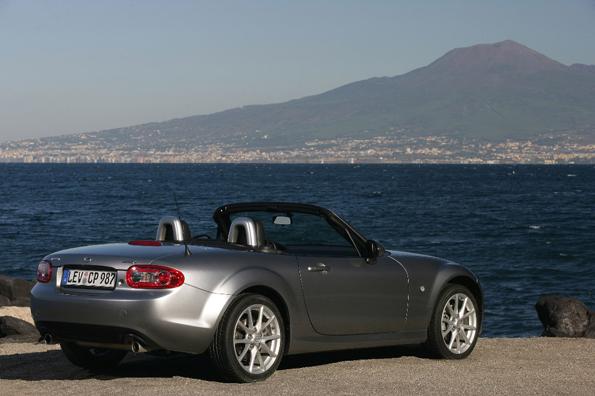 Ist konturierter: der neue Mazda MX-5 (Foto: Auto-Reporter/Mazda)