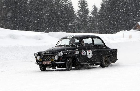 Skoda Octavia auf der AvD Histo Monte im dichten Schneegestöber (Foto: Skoda)