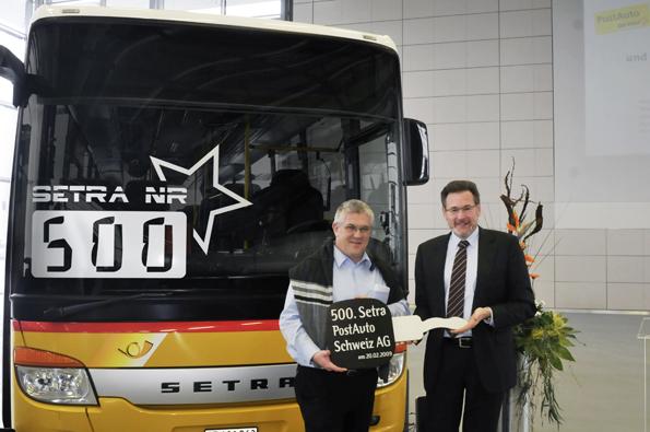 Die Schweizer Postauto AG übernimmt ihren 500. Setra (Foto: Setra)