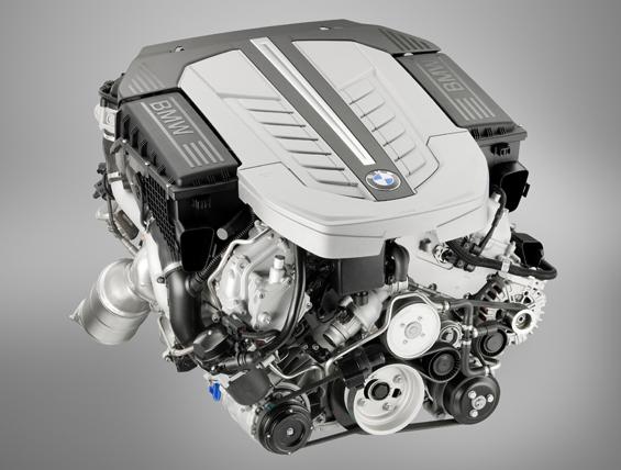 Der neue Zwölf Zylinder Motor im 760i (Foto: BMW Group)