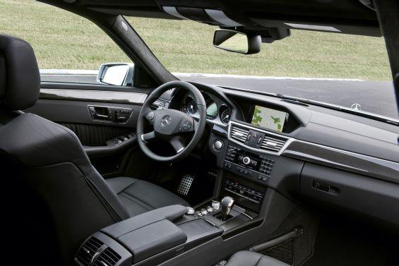 Keine Überraschung: Interieur des E 63 AMG T-Modell (Foto: Daimler)