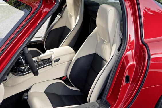 DEM SLS vorbehalten: Neu entwickelte Sitze mit Magnesium-Rückenwand (Foto: Daimler)