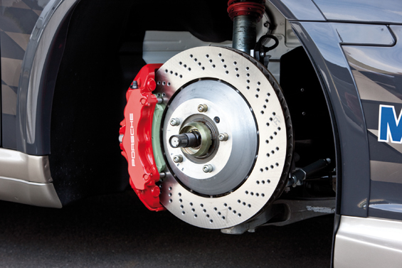 Porsche 911 GT3 Cup: Die Verbundguß-Bremsscheibe spart Gewicht (Foto: Porsche)