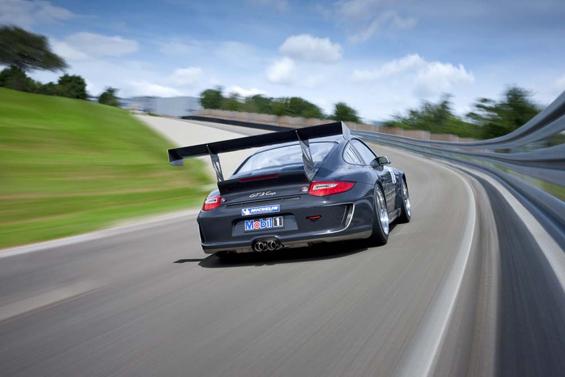 Heckansicht des neuen Porsche GT3 Cup, der ab Herbst an die Kunden ausgeliefert wird (Foto: Porsche)