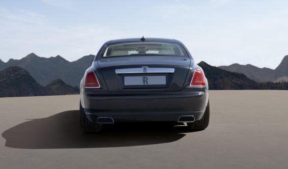 Typisch Rolls Royce, nur die Verblendung an den Endrohren wirken etwas sportlicher (Foto: Rolls-Royce)