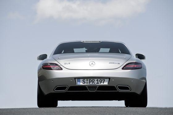 Rückansicht des Mercedes SLS AMG (Foto: Daimler)