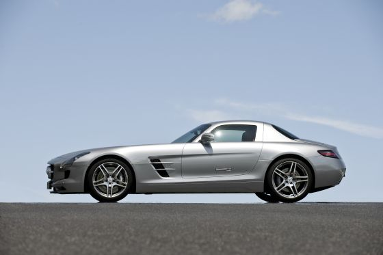 Der neue Mercedes SLS AMG im Profil (Foto: Daimler)