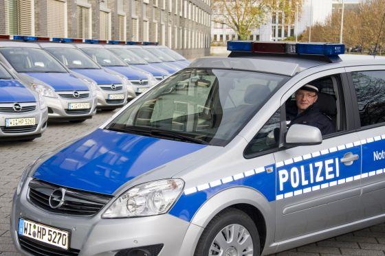 100 weitere Opel Zafira werden in den Dienst der hessischen Polizei gestellt. Mit Xenon-Blitzlampen wird die Sicherheit verbessert, mit Signalhörnern, die nicht mehr auf dem Dach, sondern im Motorraum eingebaut sind, der Arbeitsschutz. (Foto: Opel)
