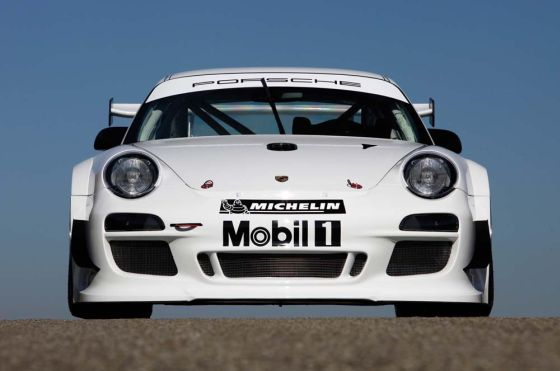Der 911 GT3 R wird in Rennserien, die auf dem internationalen FIA-GT3-Reglement basieren, an den Start gehen (Foto: Porsche)