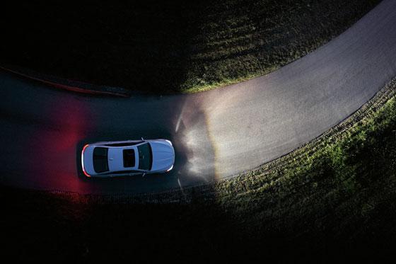 Adaptives Kurvenlicht im neuen BMW 5er (Foto: BMW)