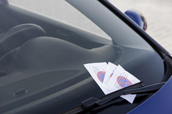 Von Sanktionen lassen sich deutsche Autofahrer nur bedingt abschrecken: Laut AXA Verkehrssicherheits-Report 2009 fŸürchtet nur rund jeder Vierte Punkte in Flensburg. (Bild: obs/AXA Konzern AG)