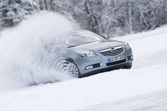 Opel Insignia 4x4: Im Schnee besseres Fortkommen dank adaptivem Allradsystem (Foto: Opel)