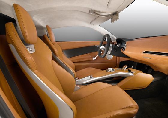 Leichtbau-Schalensitze und hochwertige Materialien im Innenraum (Foto: Audi)