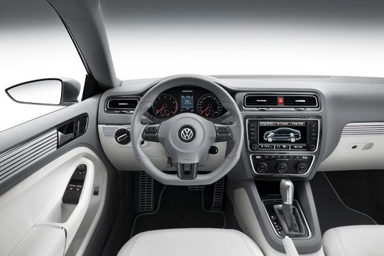 Modernes Cockpit in der Studie New Compact Coupé (Foto: Volkswagen)