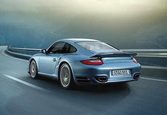Der neue Porsche 911 Turbo S ist elegant gezeichnet (Foto: Porsche)