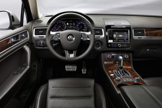 Im Innenraum geht es gewohnt hochwertig zu (Foto: Volkswagen)