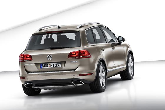 Das Heck des neuen Touareg wirkt gefälliger (Foto: Volkswagen)