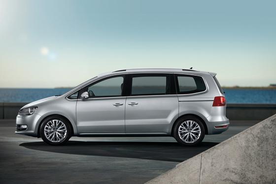 Niedriger und schlanker wirkt der neue Sharan (Foto: Volkswagen)