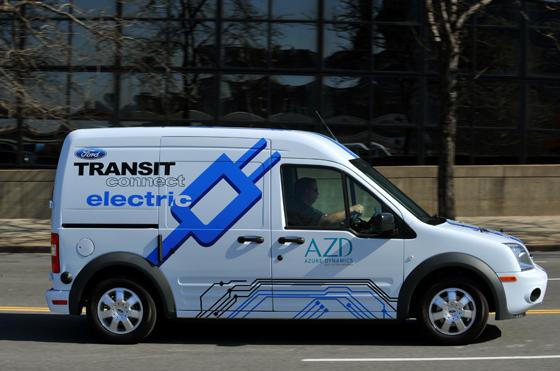 Der Ford Transit CDonnect Electric ist das erste Elektrofahrzeug von Ford, das auf den deutschen Markt kommt. Zur Zeit laufen Feldversuche. (Foto: Ford)