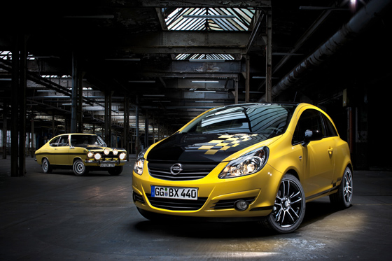 "Ähnlichkeiten erwünscht: der neue Opel Corsa in der Ausführung ""Race"" erinnert an den Kadett B im Motorsport-Trimm. (Foto: Opel)"