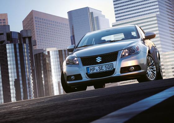 Mit dem Kizashi bringt der Kleinwagenspezialist Suzuki nun auch eine ausgewachsenene Mittelklasselimousine nach Deutschland (Foto: Suzuki)