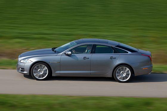 Der neue Jaguar XJ wirkt elegant gestreckt (Foto: Jaguar)