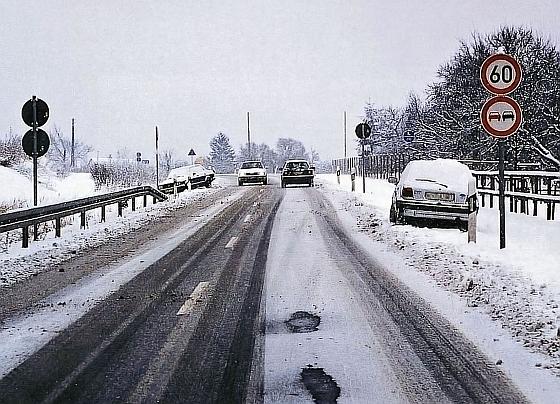 winterliche Straßen - Tipps zum Fahren auf Schnee und Eis