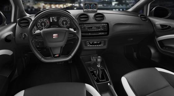 Das Cockpit des neuen Seat Ibiza Cupra. Foto: Seat