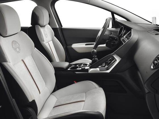 Sitzbezüge mit Leder und Alcantara im Peugeot 3008 Sondermodell. Foto: Peugeot.