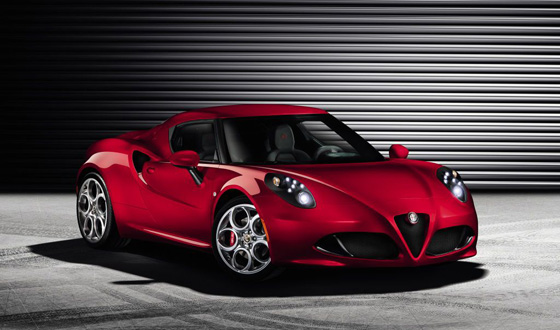 Erkennbar nah an der Studie von 2011: Alfa Romeo 4C im Serienoutfit. Foto: Alfa Romeo.