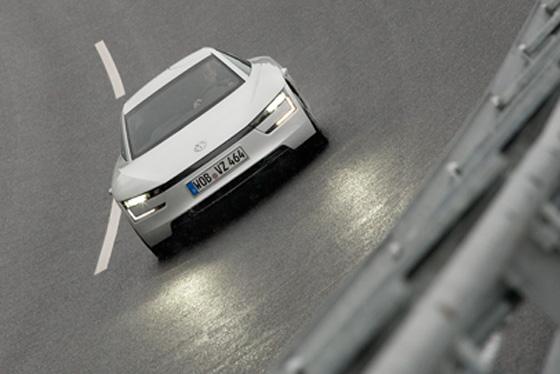 Weniger als einen Liter Verbrauch auf 100 Kilometern gibt Volkswagen für den XL 1 an, der ab dem 7. März in Genf zu sehen sein wird. Foto: Volkswagen.