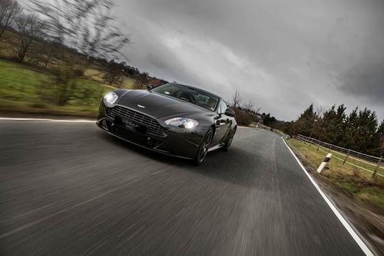 Normverbrauchswerte zwischen 9,3 und 19,2 l/100 km: Sondermodell Aston Martin Vantage SP10. Foto: Aston Martin.