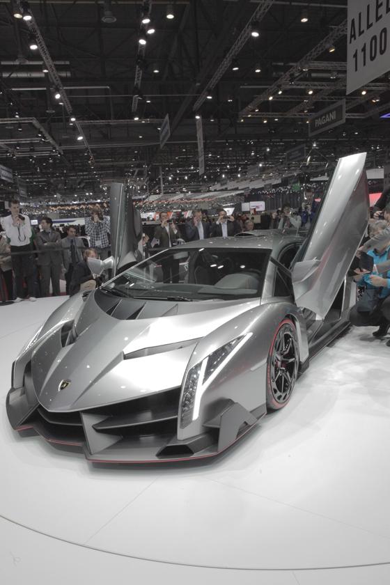 Vom Lamborghini Veneno sollen nur drei Exemplare gebaut werden. Foto: Alcantara.
