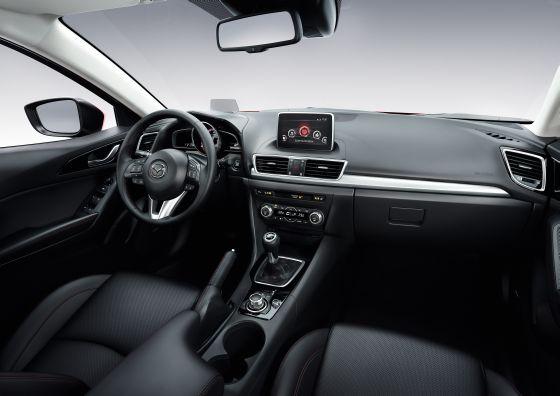 Die Bedienzentrale des neuen Mazda 3 ist auf den Fahrer ausgerichtet. (Foto: Mazda)