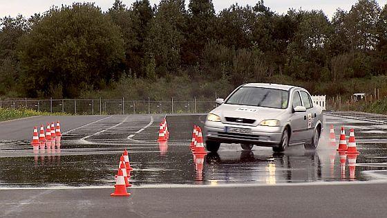 Die Gesellschaft für technische Überwachung (GTÜ) testete alte Reifen und rät allen Autofahrern, Ihre Reifen auf Alter und Zustand zu kontrollieren. (Foto: GTÜ)