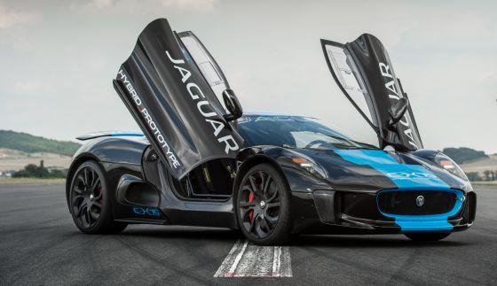 Der Jaguar C-X75 wird von einem doppelt aufgeladenen Benzinnmotor mit 1,6 Liter Hubraum und je einem Elektromoto pro Achse angetrieben. (Foto: Jaguar)