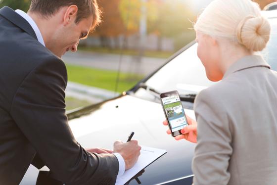 Gebrauchtwagen lassen sich künftig einfach und sicher übers Smartphone bezahlen: Easy Car Pay hilft. Foto: Easy Car Pay
