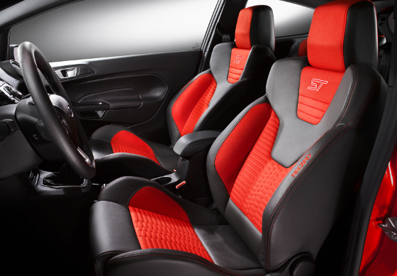 Der Ford Fiesta ST hat ein ausgeprägt sportliches Gestühl und bis zu 215 PS Leistung. Foto: Ford.