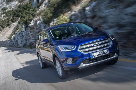 In Essen sind nicht nur sportliche Autos zu sehen, sondern auch praktische und beliebte wie der Ford Kuga. Den gibt es jetzt auch als Titanium-Ausführung. Foto: Ford.